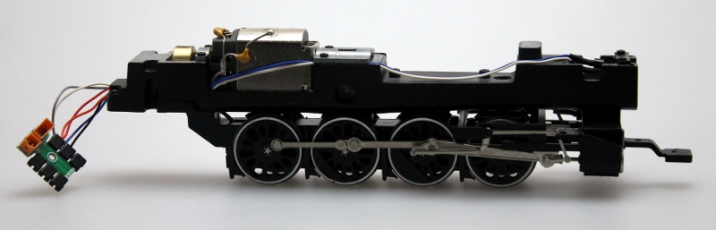 Loco Chassis w/Drive Wheel-White-Dull (HO Canadian Overland) - Click Image to Close