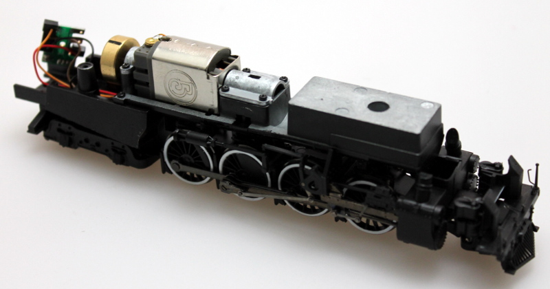 Complete Chassis - White Trim w/Pilot B (HO 2-8-4 Berkshire)