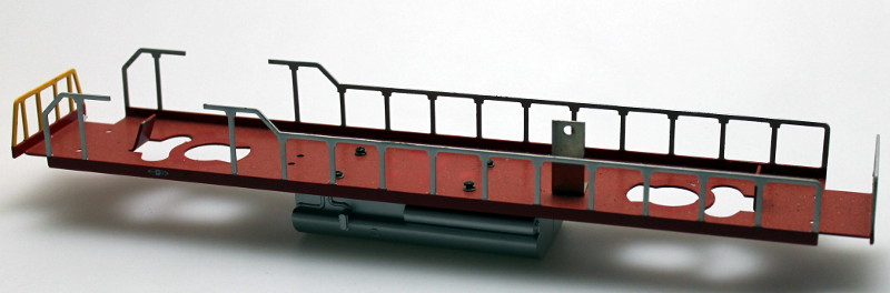 Loco Underframe-Red Frm, Silver Rails, Yellow Ends(O Scale GP38)