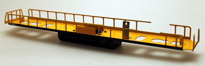 Loco Underframe - Black/Yellow (O Scale EF-4)