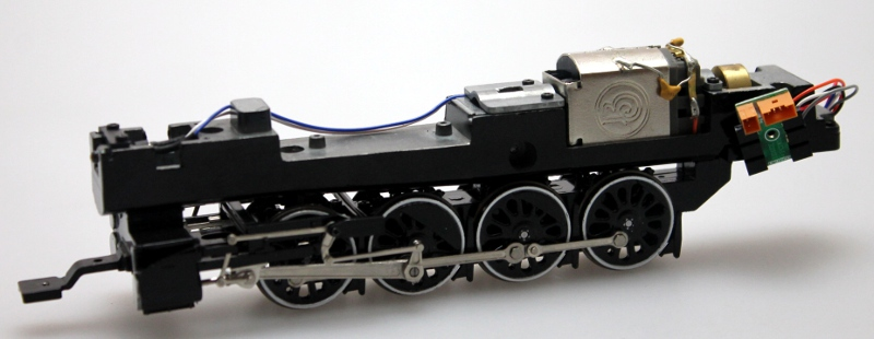 Loco Chassis w/Drive Wheels-White-Shiny (HO Canadian Overland) - Click Image to Close