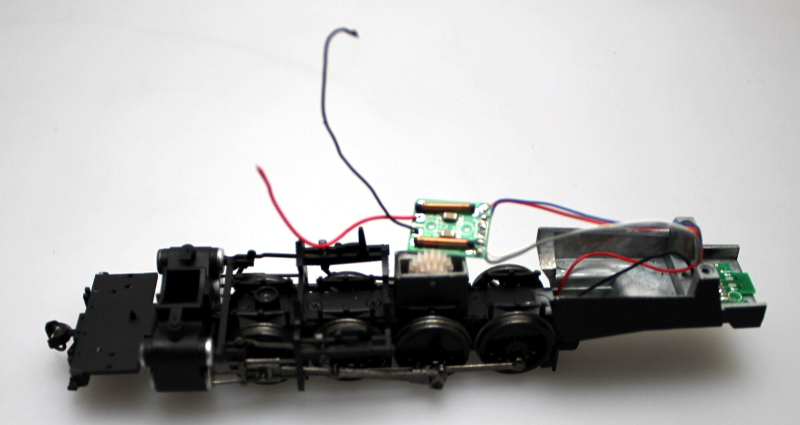 LOCO CHASSIS w/ 2 PCBS (HO 2-8-2 DCC SOUND)
